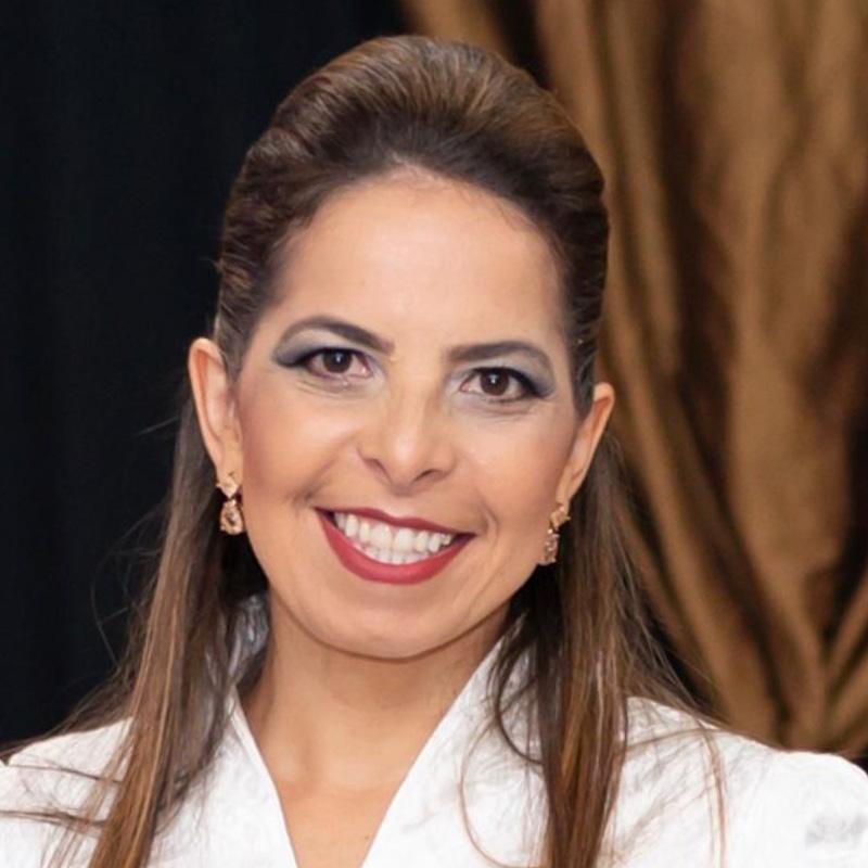 photograph of Luciana Santana